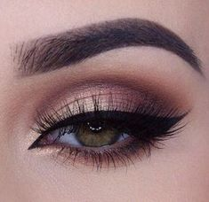 Eyeliner Models Beautiful eye make-up for impressive looks - Wedding Makeup Smokey Eye For Brown Eyes, Smokey Eye Makeup, Skin Makeup, Makeup Brushes, Makeup Remover, Prom Makeup For Brown Eyes, Fall Eye Makeup, Black Smokey, Eye Makeup For Hazel Eyes