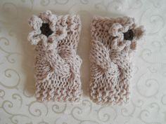 Crochet baby girl leg warmers 22 ideas for 2019 Baby Girl Crochet, Crochet Baby Clothes, Crochet Baby Hats, Crochet Gifts, Crochet Jacket Pattern, Crochet Mittens Free Pattern, Crochet Patterns, Girls Leg Warmers, Baby Leg Warmers