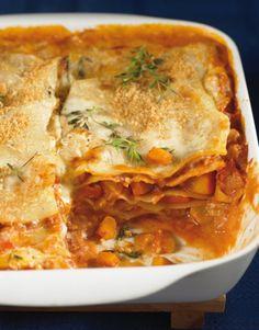 Pumpkin Lasagna Recipe - This is how autumn should taste. Hokkaido and cinnamon make the lasagna something very special! Pumpkin Recipes, Veggie Recipes, Vegetarian Recipes, Cooking Recipes, Healthy Recipes, Pumpkin Lasagna, Soul Food, Food Inspiration, The Best