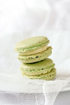 https://flic.kr/p/6ovGhK | Creme Brulee Pistachio Macarons | Recipe and story on Tartelette.
