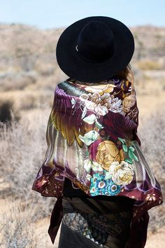 Luxury and style all around! Wrap yourself up in this magnificent silk scarf.