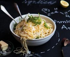 Citronové těstoviny   Recepty Albert Mozzarella, Pesto, Spaghetti, Dinner, Ethnic Recipes, Toms, Style, Lemon, Dining