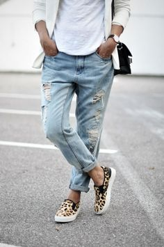 Leopard Slip On sneakers + boyfriend jeans