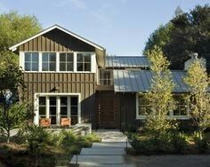 Exterior 'metal Roof' Design, Pictures, Remodel, Decor and Ideas - page 2 Modern Farmhouse Design, Modern Farmhouse Exterior, Modern Country, City Farmhouse, Cottage Exterior, Modern Cottage, Modern Barn, Industrial Farmhouse, Country Farmhouse