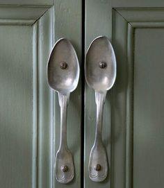 Originales tiradores creados a partir de cucharas #reciclar #creatividad #DYI