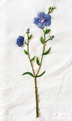 야생화자수 손수건도 만들고 브로치도 만들고~~ 지난주에 야생화자수 손수건으로 고수꽃과 라벤더 꽃을 수...