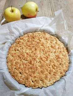 Crostata sbriciolata alle mele e noci... | Lisa in cucina Easy Cake Recipes, Sweet Recipes, Cookie Recipes, Cannoli, Nutella, Biscotti, Bon Appetit, Apple Pie, Italian Recipes