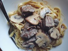 Tagliatelle in creamy sauce with beef  and mushrooms || www.piisakeveel.ee