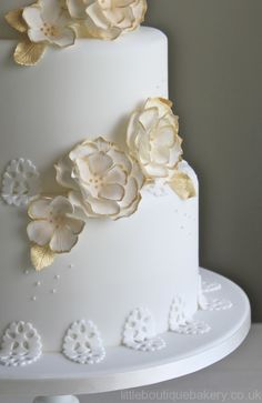 Just enough gold to bring elegance to this pretty white cake.