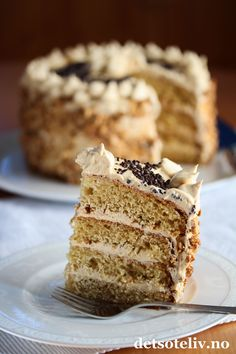 Vaniljekake med karamellkrem og peanøttkrokan Norwegian Food, Norwegian Recipes, Let Them Eat Cake, Tart, Cake Recipes, Pie, Layer Cakes, Desserts, Caramel