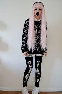 ● creepy ● cute ● fashion ● Japan ● Angelic Pretty ● ღ(ゝ◡╹)ノ♡ Nu Goth Fashion, Tokyo Fashion, Harajuku Fashion, Harajuku Style, Pastel Fashion, Fasion, Style Fashion, Moda Harajuku, Harajuku Girls