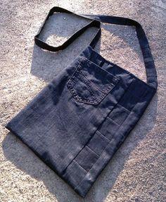 Jeanstasche durch und durch: Innen wie außen Jeansstoff in schwarz!