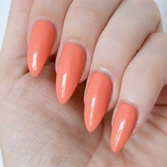 Essie 'fondant of you' (summer collection 2017) - peach nails