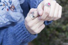 ♥ Floral embroidered shirt | bohochic and folk - country style outfit | jewelry details - rings | Zara floral embroidered shirt and cozy denim blue cardigan | ♥ Look boho y de estilo country - folk | detalles de joyería - anillos | camisa con bordado floral y chaqueta de punto en azul | Maikshine blog | www.maikshine.com