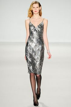 See the complete Pamella Roland Fall 2014 Ready-to-Wear collection.