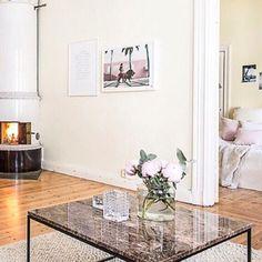 Brunt marmorbord Jaguaren. Soffbord, bord, marmor, brun, svart ram, möbler, inredning, vardagsrum. http://sweef.se/bord/173-jaguaren-soffbord-i-marmor-120x75cm.html