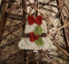 holly bell felt ornament wool felt holiday por urbanpaisley en Etsy