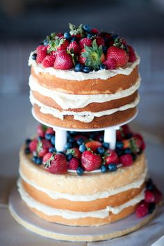 Undressed wedding cake with berries #naked #wedding #cake #trend #2015