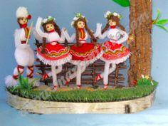 Бутик Мартеници - СУВЕНИРНИ МАРТЕНИЦИ 2014 Baba Marta, Snow Globes, Gingerbread, Bulgarian, Christmas Ornaments, Holiday Decor, Spring, Printables, Craft