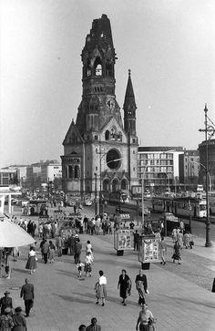 Breitscheidplatz mit KWGK | Bildquelle: Wikipedia/DDB, Urheber Willy Pragher, CC BY-SA 3.0 unportiert