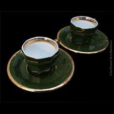 2 #Tasses à #café avec soucoupes de #bistrot. Lambert & Bieler #Cahors, #Pillivuyt. Vert et Or, #vintage sur le Grenier de la Mandoune http://legrenierdelamandoune.com