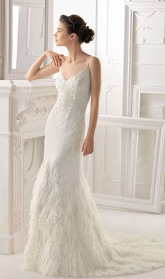 Old Hollywood Glam ~ Aire Barcelona 2014 Bridal Collection | bellethemagazine.com