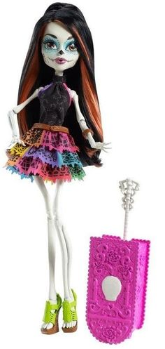 Monster High Scaris Doll Skelita Calaveras... Why did my male co-worker have to tell me about this doll? And why don't I haz her ? You I thin Santa forgot a present ....
