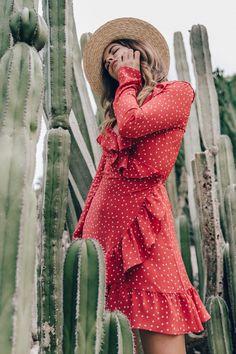 Clon del vestido con estampado de estrellas y volantes de la marca Réalisation Par encontrado en Uterqüe colección Primavera-Verano 2017