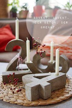 "Ey, voll konkreter DIY-Blitz(zement)-""Adventskranz"" - DIY-Blitzzement oder Beton-""Adventskranz"" – ""Fee ist mein Name // Concrete Advent Wreath Ca - Advent Wreath Candles, Diy Candles, Concrete Crafts, Concrete Projects, Concrete Cement, Christmas Time, Christmas Crafts, Christmas Decorations, Christmas Parties"