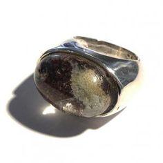 Anello ovale a sigillo in argento 925/000 con quarzo muschiato.