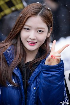 DIA Eunjin @ on the way to 'Dream Team' filming | Cr. AOA_HeyDay
