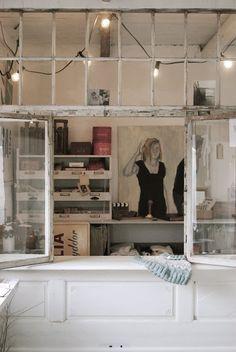 """HVÍTUR LAKKRÍS: """"Min disk. Byggd av gammal dörr och gamla fönster, som jag sen bara stänger när jag vill ha ett privat pysselrum"""" Shop desk made from repurposed windows and door"""