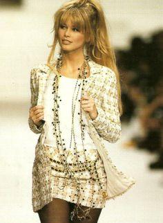 Claudia Schiffer. Chanel.