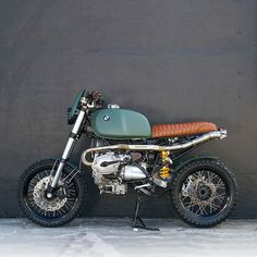 Is it possible to improve on the legendary BMW R1200GS? Florida-based @xcramblercycles reckon so. The telelever front end has been binned in favour of a more traditional set-up. Those forks actually come from the Beemer's biggest competitor—a KTM...