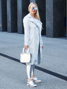 Wearing a robotic dresss, look like a robot charming. 80s Fashion, Latest Fashion, Girl Fashion, Fashion Tips, No Foundation Makeup, Latest Trends, Duster Coat, Estee Lauder, How To Wear