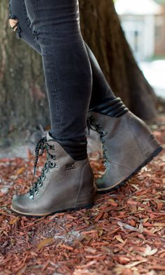 Leather sorel Source by boots outfit Sock Shoes, Shoe Boots, Sorel Wedge Boots, Short Heel Boots, Boating Outfit, Cute Sandals, Sneaker Boots, Winter Shoes, Shoes