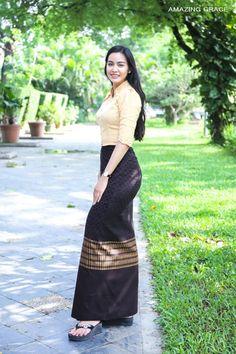 Visit the post for more. Korean Beauty Girls, Beauty Full Girl, Sexy Asian Girls, Asian Beauty, Myanmar Traditional Dress, Traditional Dresses, Myanmar Dress Design, Burmese Girls, Myanmar Women
