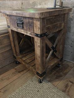Stoer houten kastje nachtkastje nachtkastjes landelijk stoer industrieel hout metaal Kitchen Cart, Own Home, The Hamptons, Wood, Table, Furniture, Home Decor, Winter Outfits, Cabinets