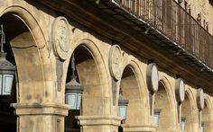 Medallones de la plaza de Salamanca - Destino Castilla y León