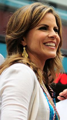 Natalie is an American journalist working for NBC News. She is the Today Show news anchor and third hour co-anchor and appears on other programs including Dateline NBC and NBC Nightly News. Natalie Morales Today Show, Latin American Studies, Female News Anchors, Newscaster, Nbc Nightly News, Megyn Kelly, Girl Celebrities, How To Speak Spanish, Most Beautiful