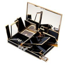"Van Cleef & Arpels ""Volutes Minaudière"" // How amazing is this art deco vintage clutch? It has a built in powder compact, watch, a mirror, a lighter and other hidden compartments. Van Cleef Arpels, Van Cleef And Arpels Jewelry, Most Expensive Bag, Paris, Wallis Simpson, Vintage Makeup, Vintage Vanity, Vintage Glamour, Vintage Purses"