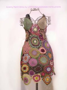 Love this interesting crocheted dress Freeform Crochet, Crochet Art, Crochet Motif, Crochet Stitches, Crochet Style, Crochet Tops, Crochet Ideas, Crochet World, So Creative