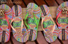 As estampas não param por aqui. Ainda tem muito mais!!! A Bem Amada caprichou no desenvolvimento da coleção de verão 2015. Dessa vez, é a estampa Mandala que vem para ficar! #Sandálias #BemAmada #AdoroPresentes #Moda #SummerVerão #ModaPraia #Mandala