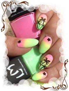 """Un nail art estival avec des vernis de la collection """"Lollipop"""" de chez LM cosmetic parfait pour les vacances au bord de la mer Plus d'infos et de photos sur le blog : http://anthea-nail-art.over-blog.com/2015/06/degrade-neon-et-palmiers.html"""