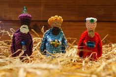 Crochet The Three Wise Kings part of Nativity Amigurumi Set ( Stand-up Figures or Finger Puppets too) ~ Free Download Pattern (US and UK terms , Scroll Down)