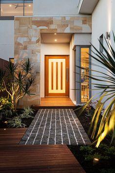 Stylish door and modern entrance. Amazing Architecture, Architecture Details, Interior Architecture, Modern Entrance, House Entrance, Exterior Design, Interior And Exterior, Lovely Apartments, Modern Mansion