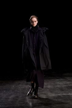 Y's Fall 2019 Ready-to-Wear Fashion Show Collection: See the complete Y's Fall 2019 Ready-to-Wear collection. Look 36 Japanese Fashion Designers, Yohji Yamamoto, Fashion Show Collection, Get Dressed, Ready To Wear, Autumn Fashion, Vogue, Womens Fashion, How To Wear