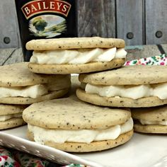 coffee cookies Once you make this Baileys Irish Cream Coffee cookie recipe, you will have your go-to dessert for every year on St. These are delicious all year long! Baileys Recipes, Irish Recipes, Easy Cookie Recipes, Dessert Recipes, Baking Recipes, Baileys Irish Cream Coffee, Irish Cookies, Kaffee To Go, Coconut Biscuits