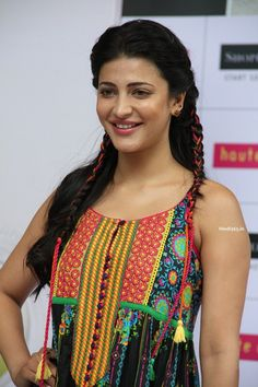 Shruthi Hassan at Haute Curry Brand Fashion Show 2015 in Mumbai (14)