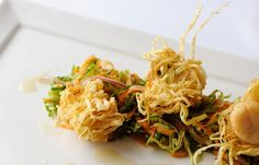 Crispy, piquant scallops combine deliciously with an 'east meets west' soy coleslaw in this brilliant recipe from Shaun Hill. Tapas, Food Network Recipes, Cooking Recipes, Wonton Strips, Fried Scallops, Unique Recipes, Ethnic Recipes, Easy Recipes